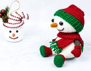 crochet-snowman-in-christmas-outfit-2020