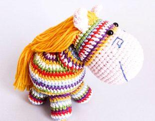 rainbow-pony-free-amigurumi-pattern-2020
